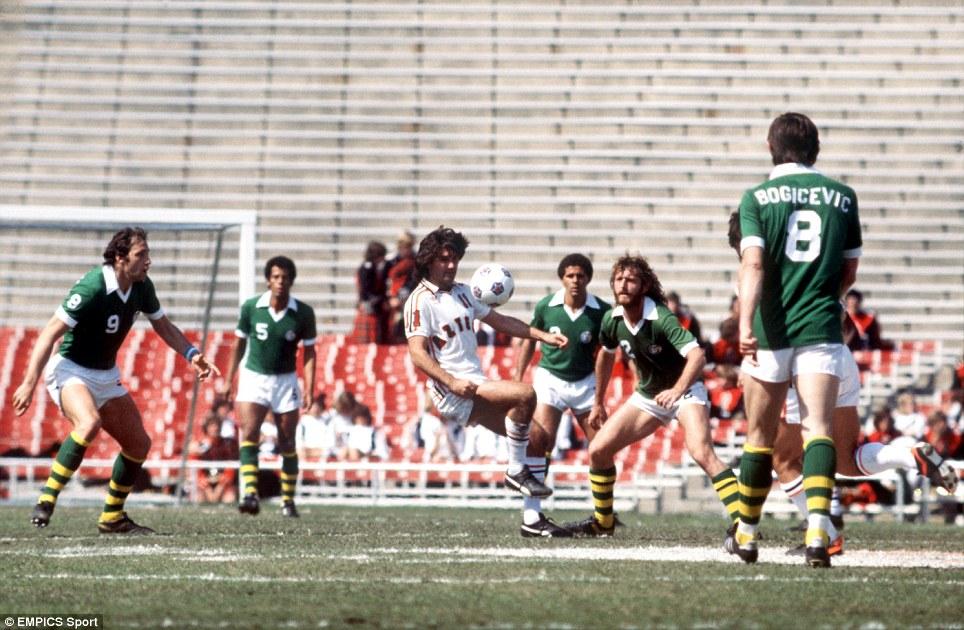 Sejarah Los Angeles Aztecs, Pernah Diperkuat Dua Dewa Sepak Bola Dunia